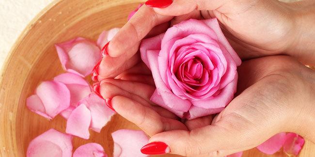 Perawatan Wajah Dengan Ramuan Air Mawar